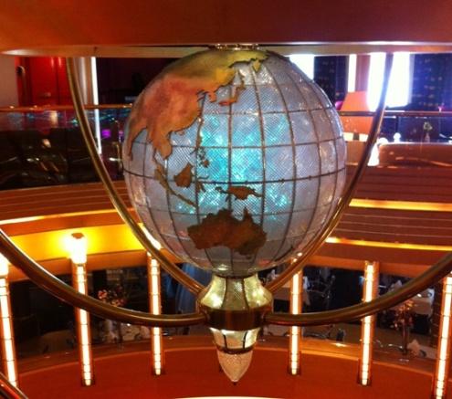 Globe_Holland America_Oosterdam